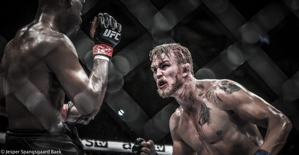 Jon_Jones_vs_Alexander_Gustafsson_01_by_Jesper_S_Baek